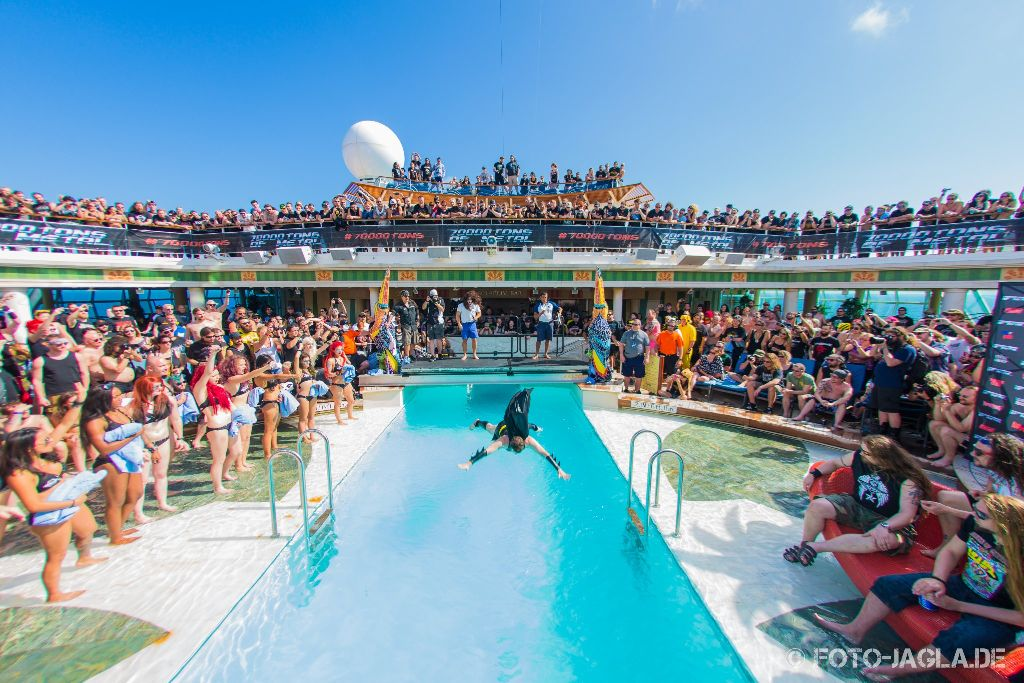 70000 Tons of Metal 2015 ::. Bellyflop contest at pooldeck