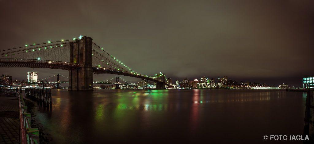 New York Brooklyn Bridge bei Nacht Januar 2017