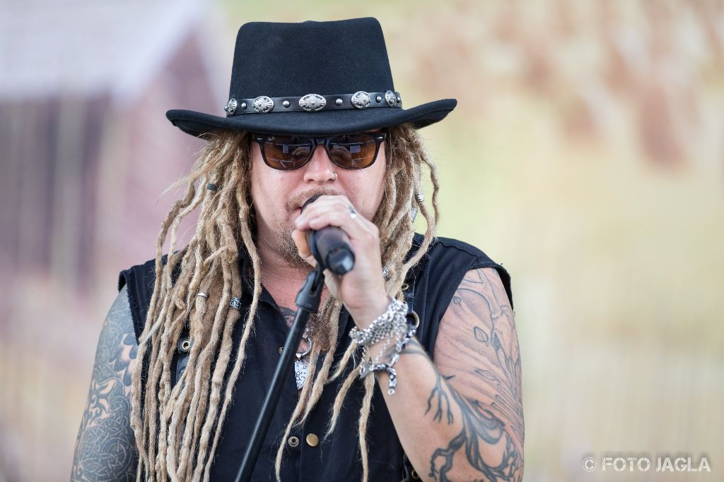 Summer Breeze Open Air 2018 in Dinkelsbühl (SBOA) Korpiklaani auf der Main Stage Sänger Jonne Järvelä