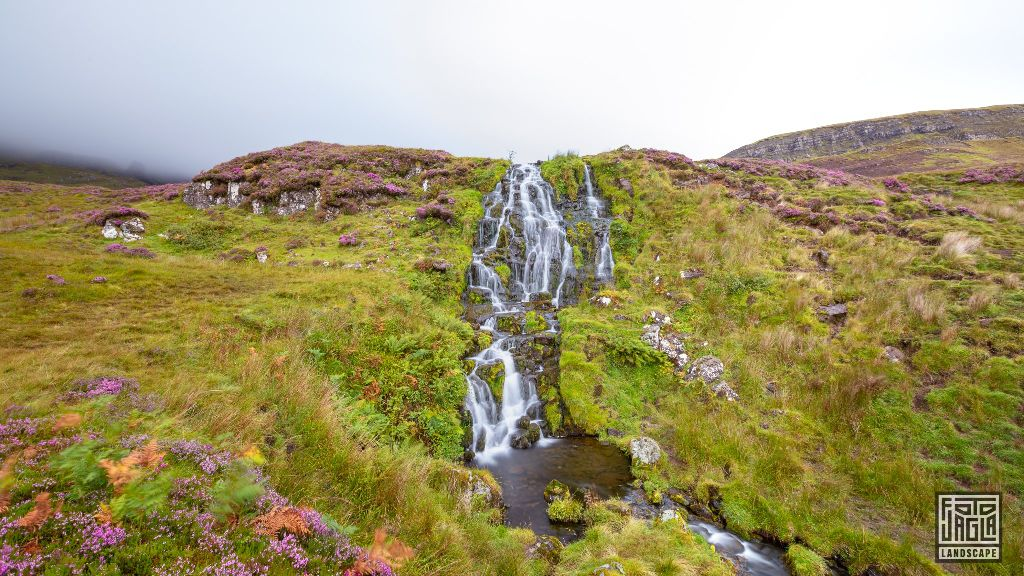 Wasserfall am Loch Leathan in Portree