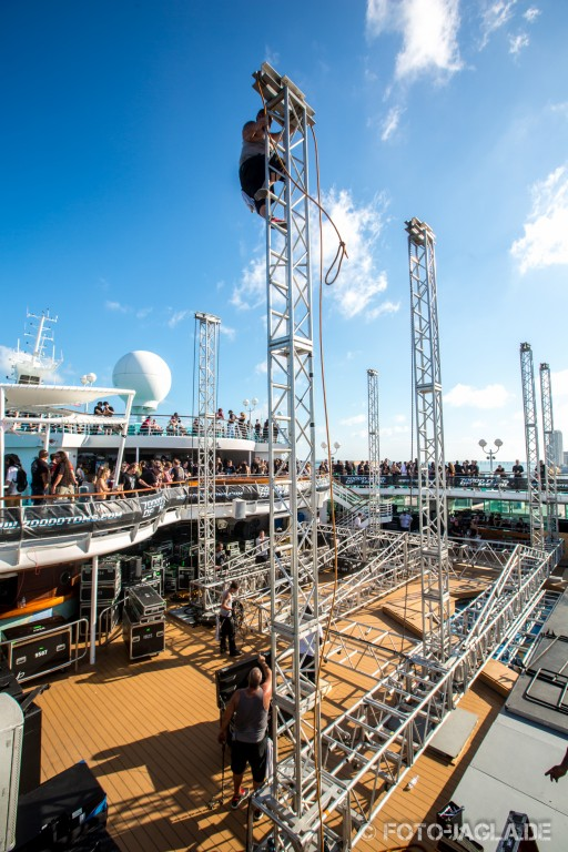 70000 Tons of Metal 2013 ::. Construction of the main stage on pool deck ::. http://www.foto-jagla.de