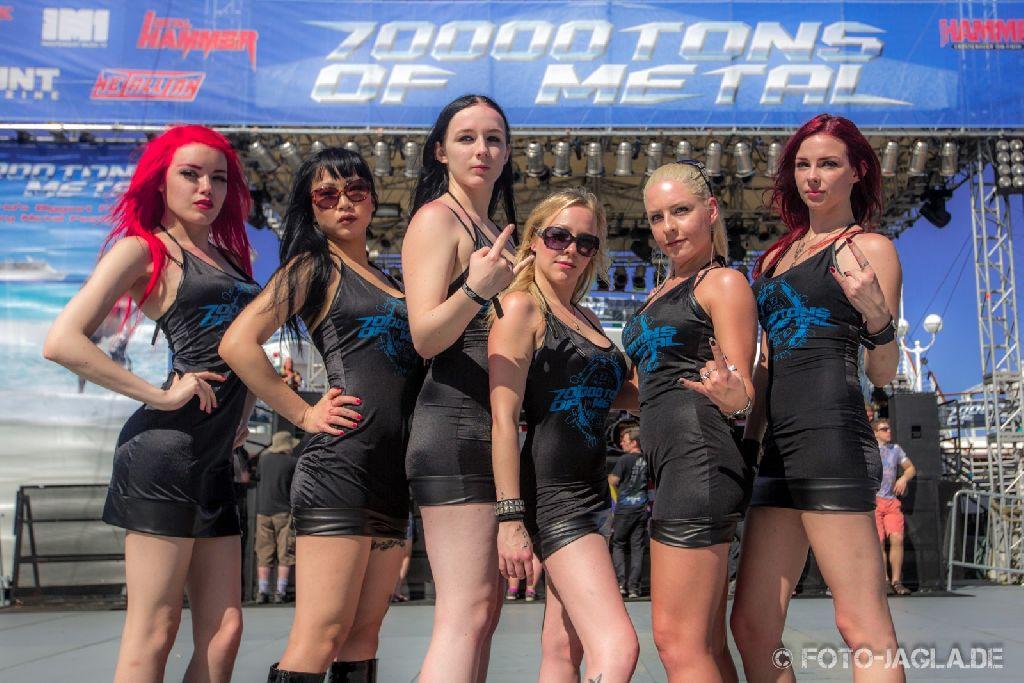 70000 Tons of Metal 2013 ::. Poolgirls on Pool Deck ::. http://www.foto-jagla.de