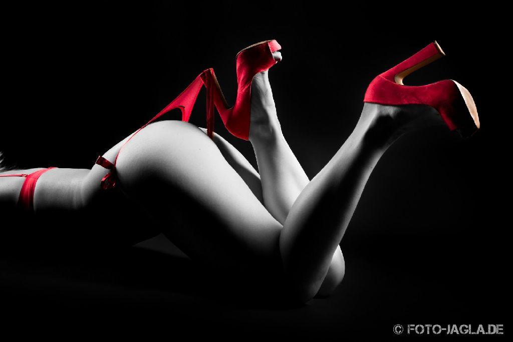 Model: Jay Jay ::. String verfangen im High Heel ::. Studioaufnahme