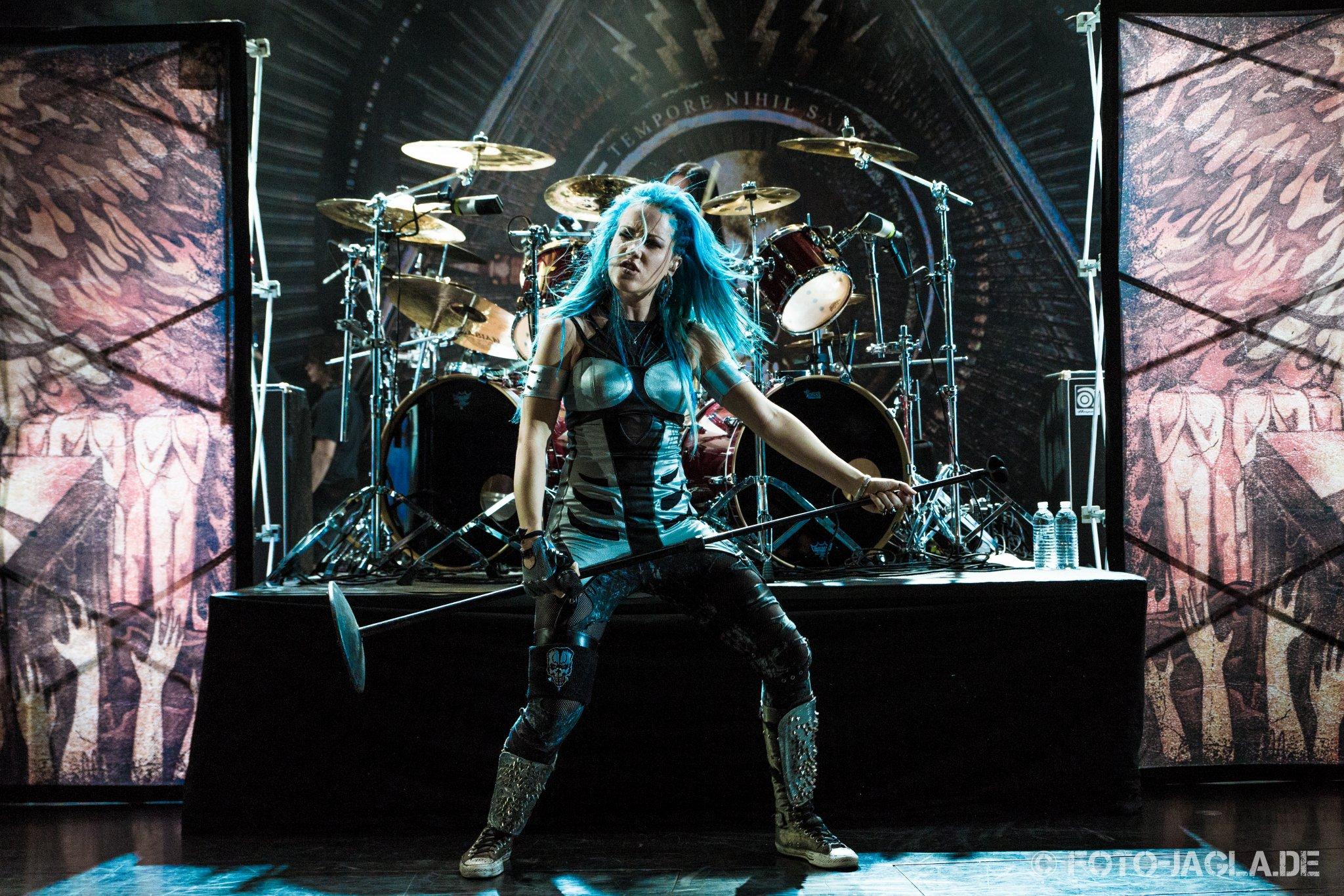 Alissa White-Gluz (Arch Enemy) auf dem 70000 Tons of Metal 2015