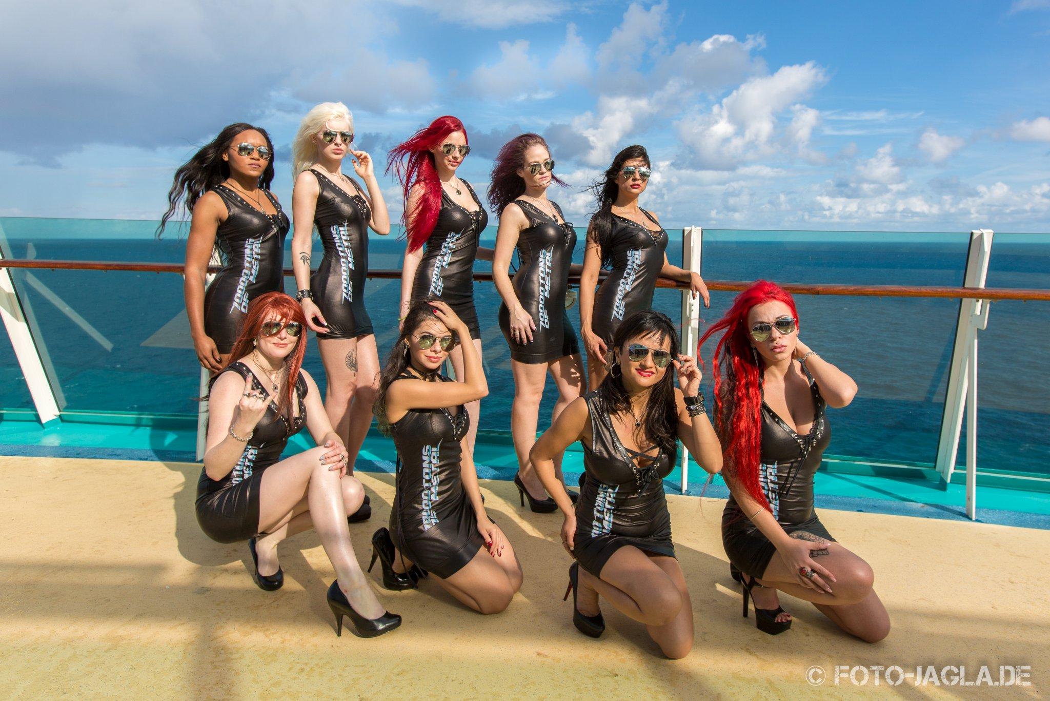 70000 Tons of Metal 2015 ::. Shooting with Poolgirls on Pooldeck