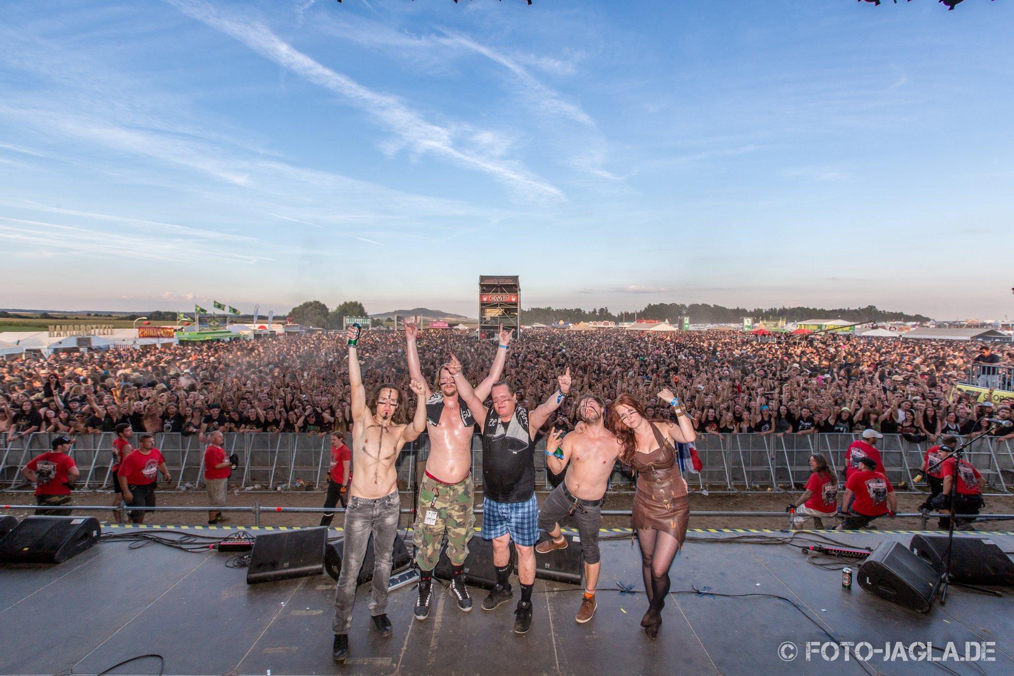Abschlussbild von Ensiferum auf dem Summer Breeze 2013