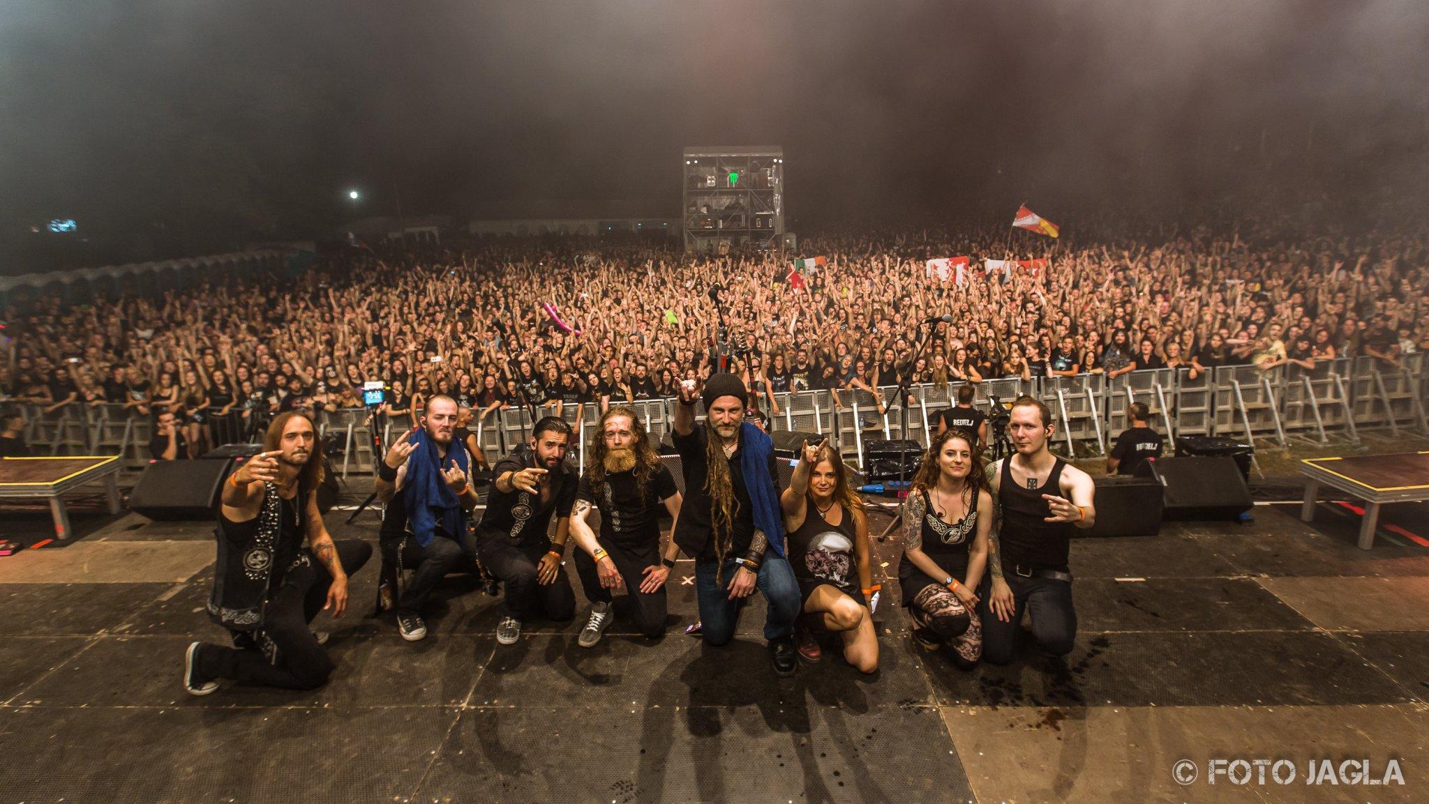 Abschlussfoto von Eluveitie auf dem Metaldays 2015 in Tolmin, Slovenia