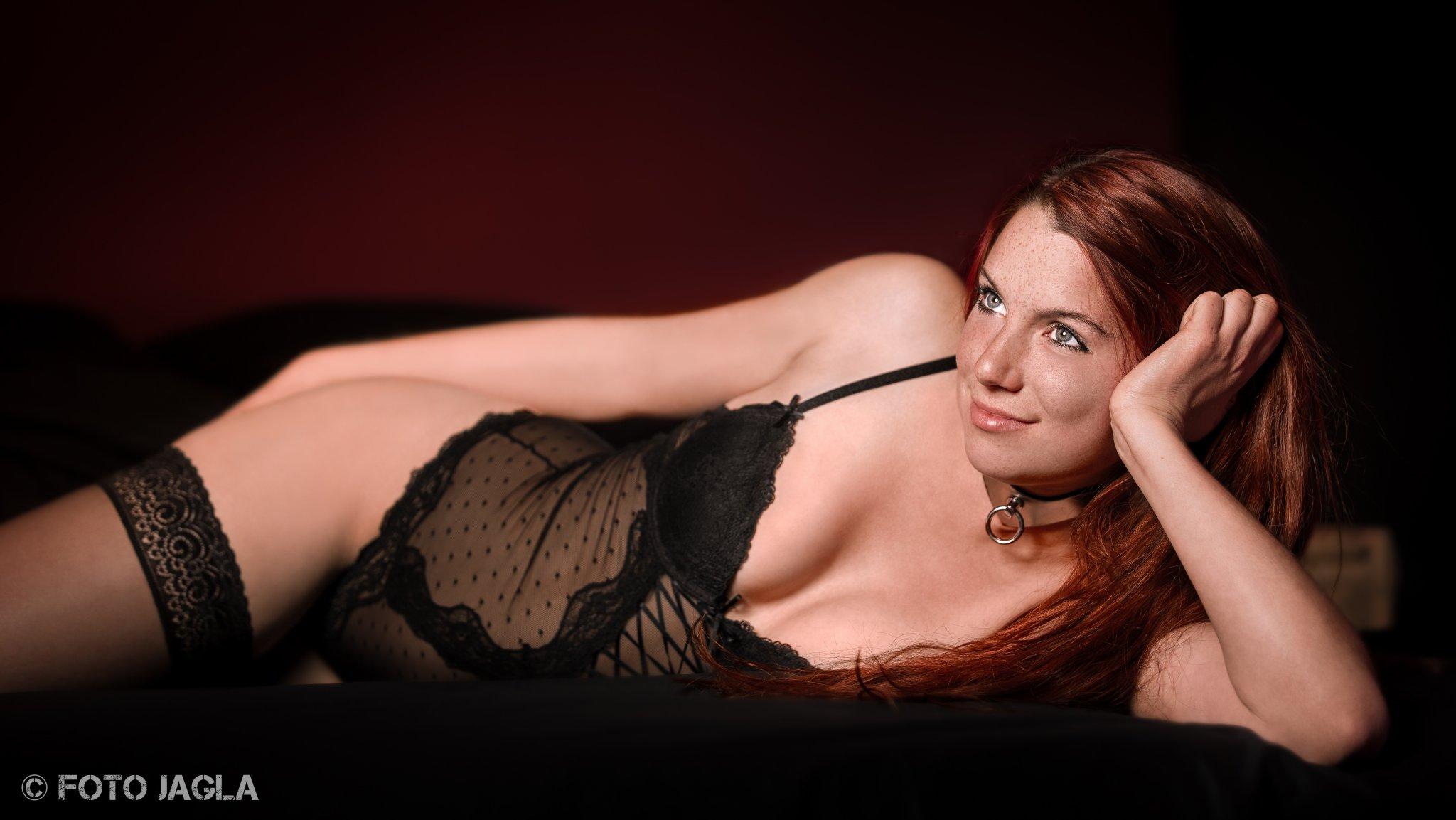 Erotisches Shooting in Dessous mit Model Ronja