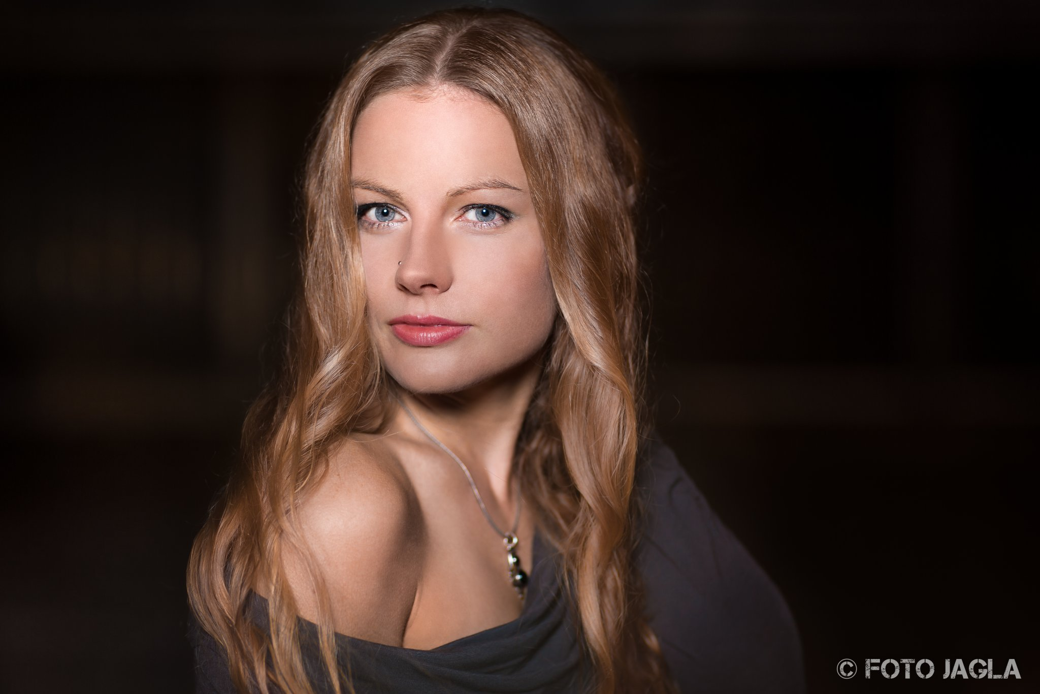 Outdoor Beauty Shooting Model: Andrea Makeup & Hair: Vera Sleza