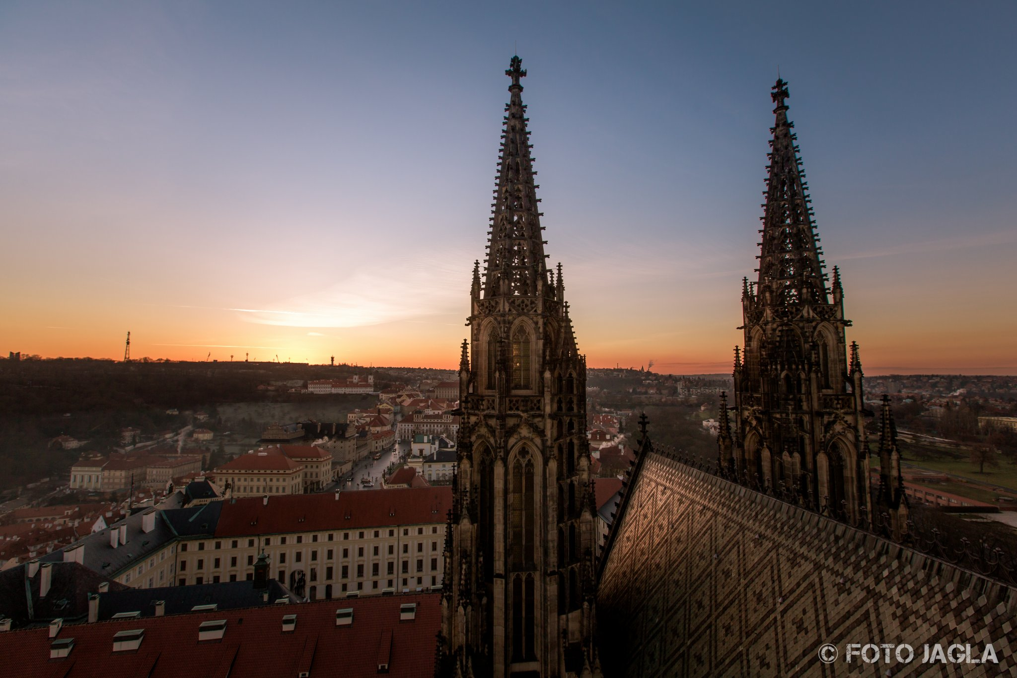 Blick vom Veitsdom in Prag bei Sonnenuntergang