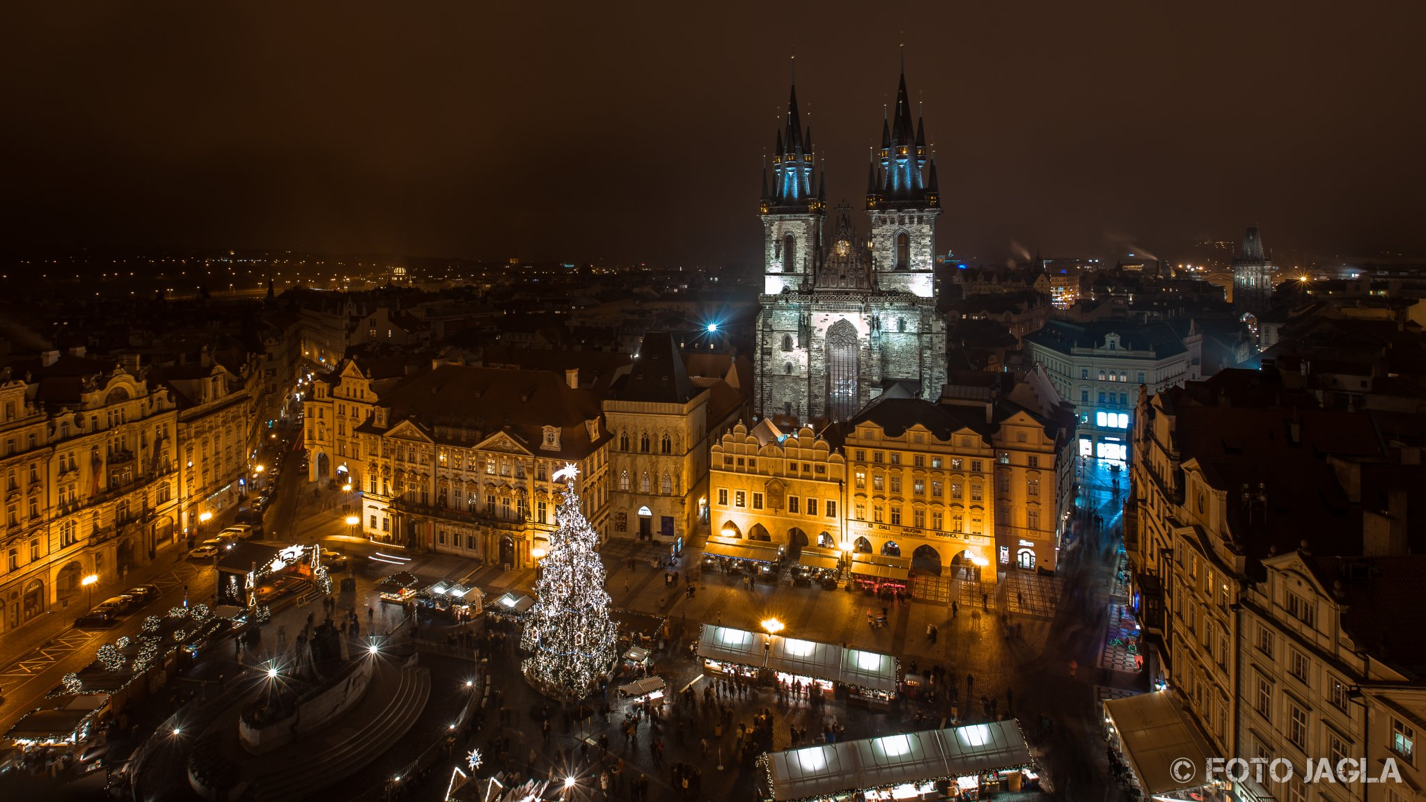 Blick auf die Teynkirche aufgenommen vom Altstädter Rathhaus in Prag