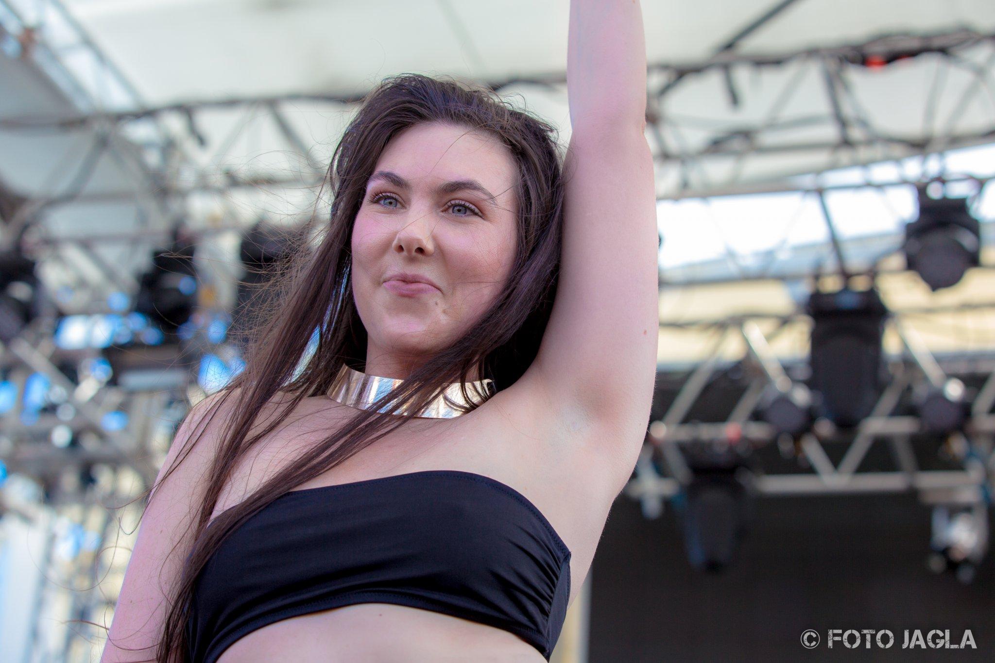 70000 Tons Of Metal 2017 Amaranthe auf der Pooldeck-Stage Sängerin Elize Ryd