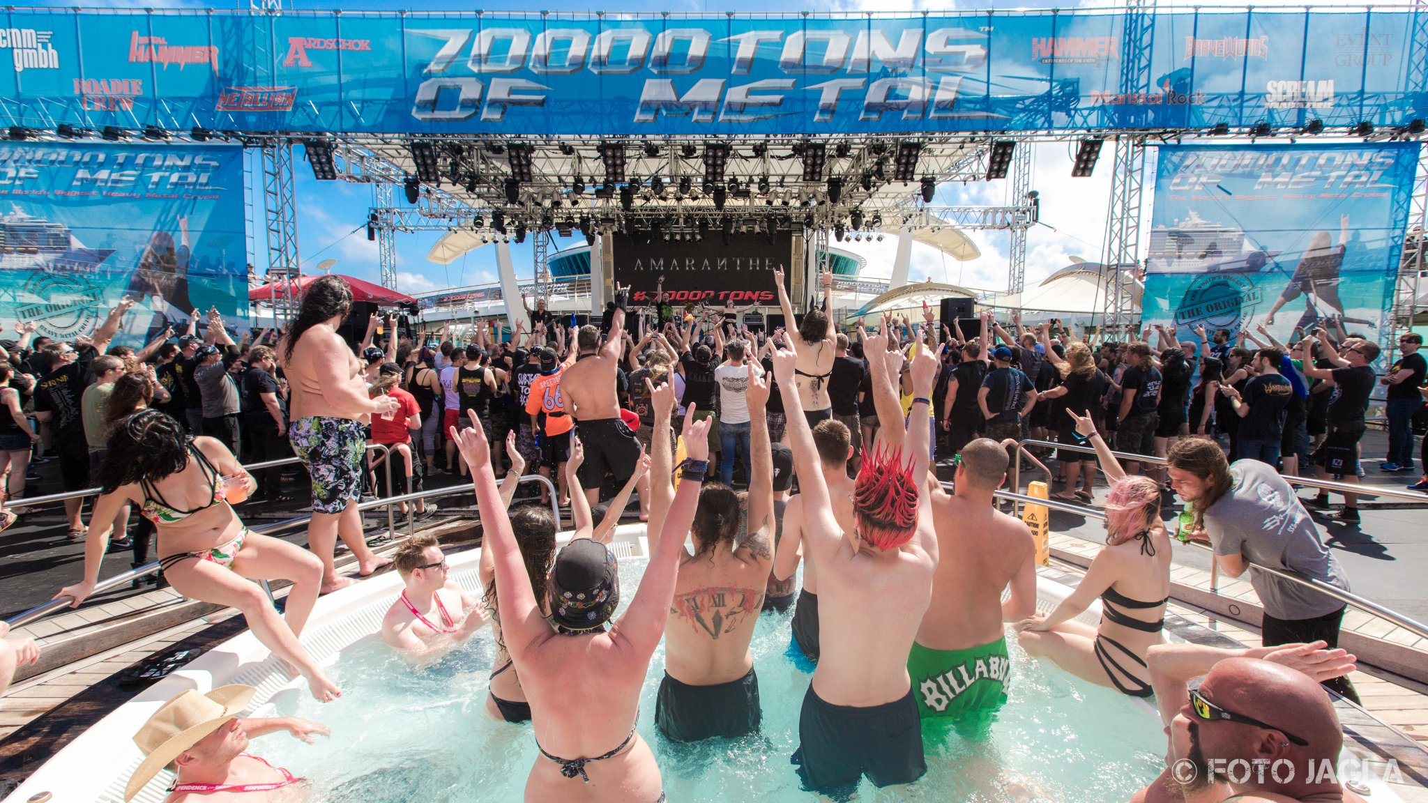 70000 Tons Of Metal 2017 Amaranthe auf der Pooldeck-Stage