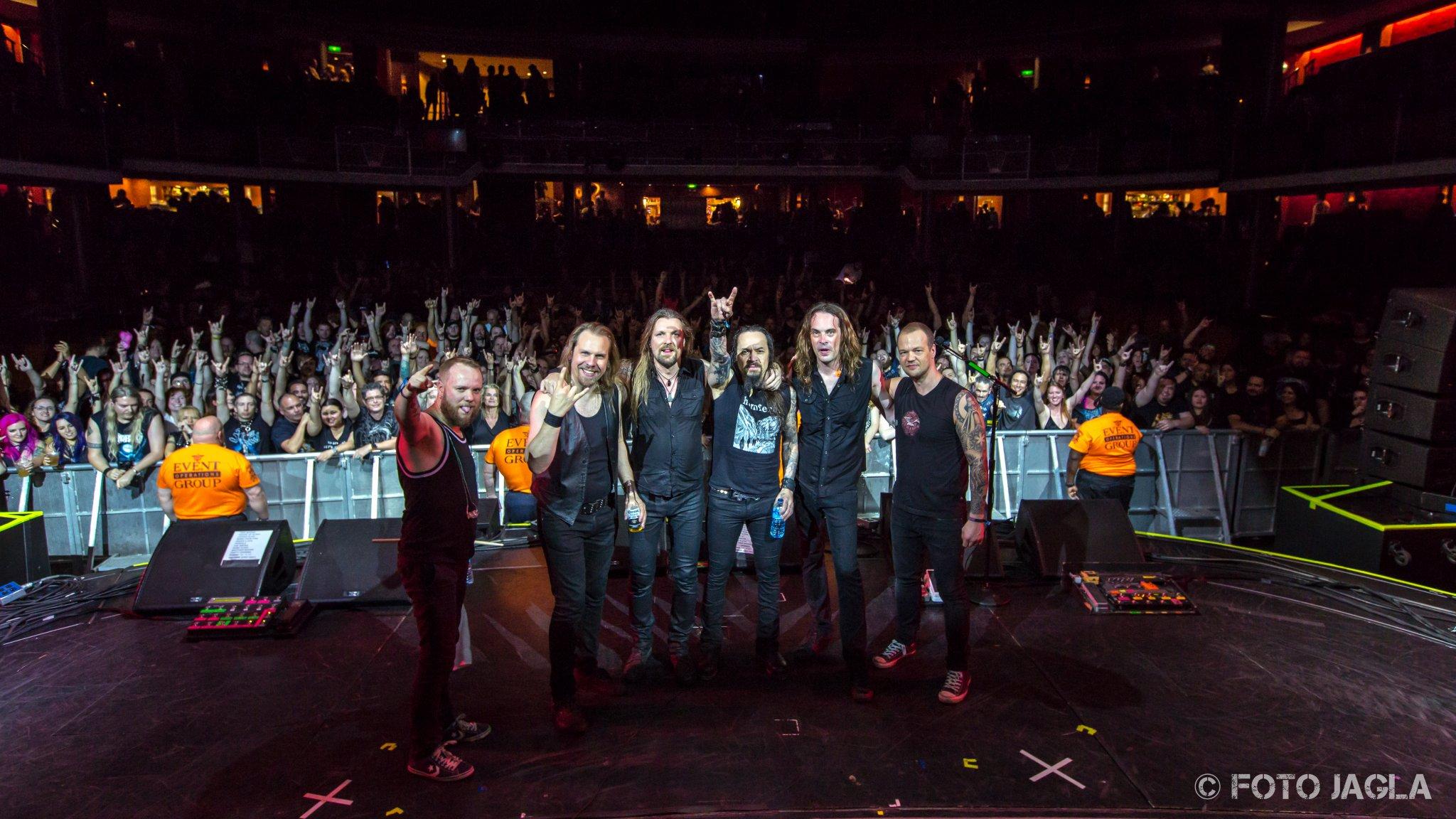 Abschlussfoto von AMORPHIS auf dem 70000 Tons of Metal Festival 2017