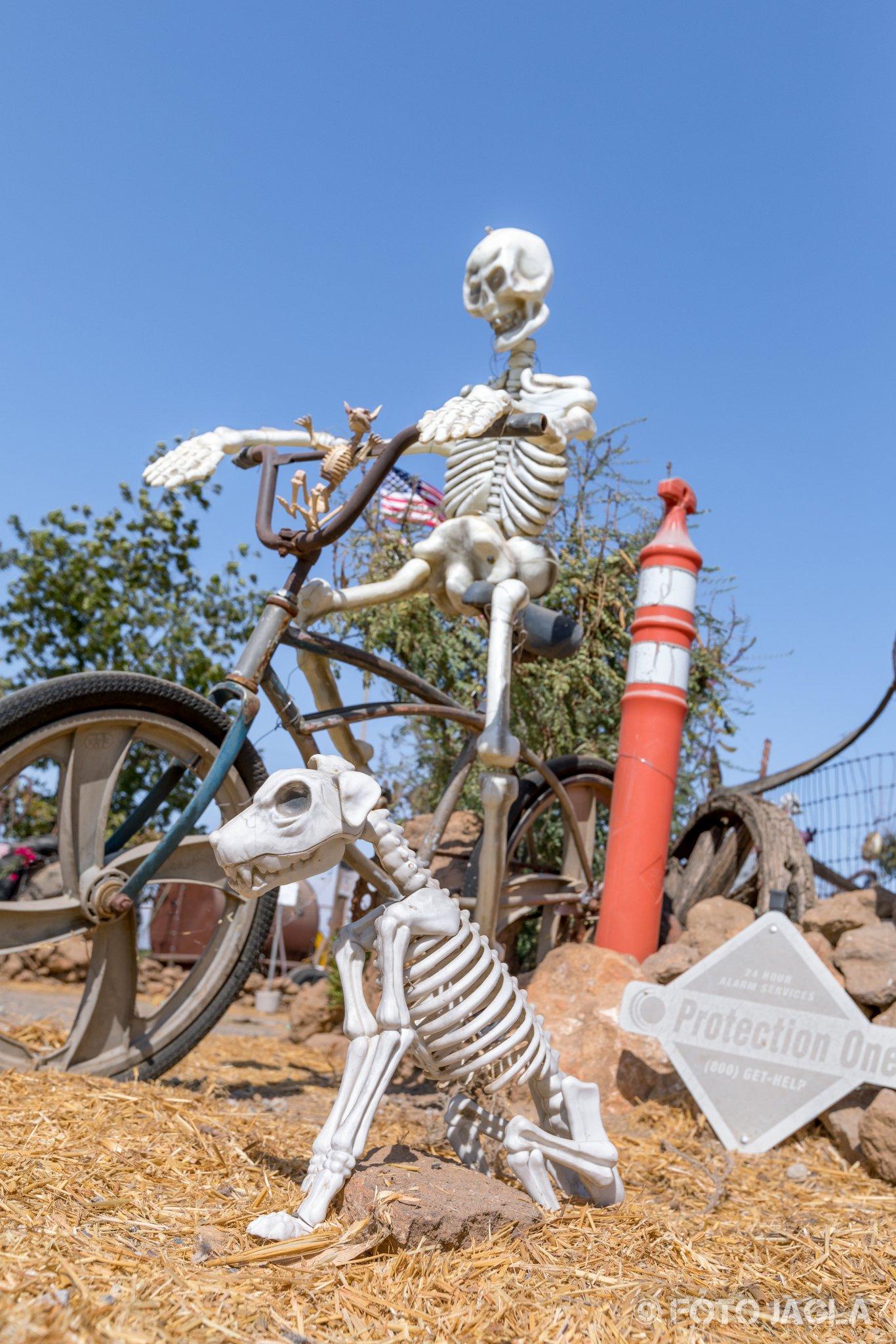 Kalifornien - September 2018 Ein postapokalyptischer Wasteland-Schrottplatz auf der Rd 124 Visalia, N Dinuba Blvd
