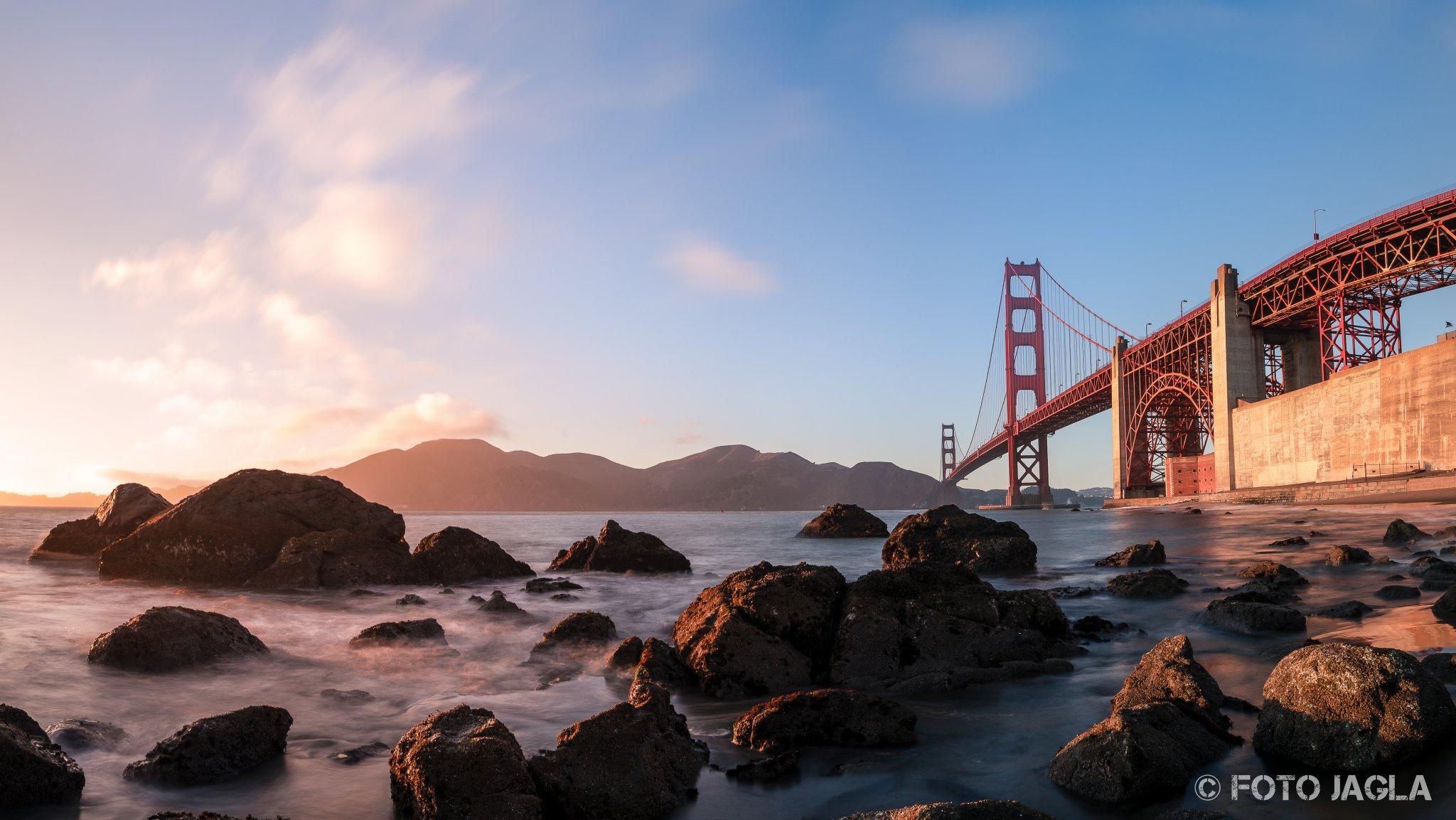 Kalifornien - September 2018 Golden Gate Bridge - Fort Point Rock San Francisco - Marshall's Beach