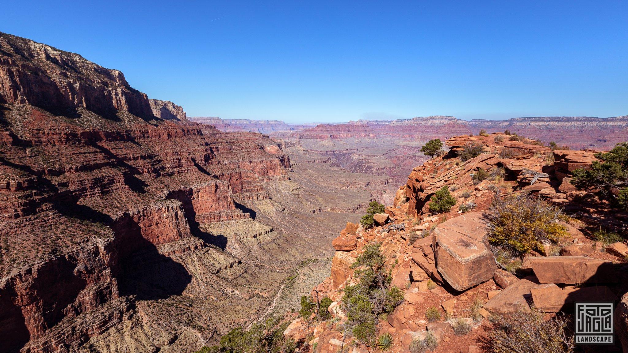 Cedar Ridge at the South Kaibab Trailhead in Grand Canyon Village Arizona, USA 2019