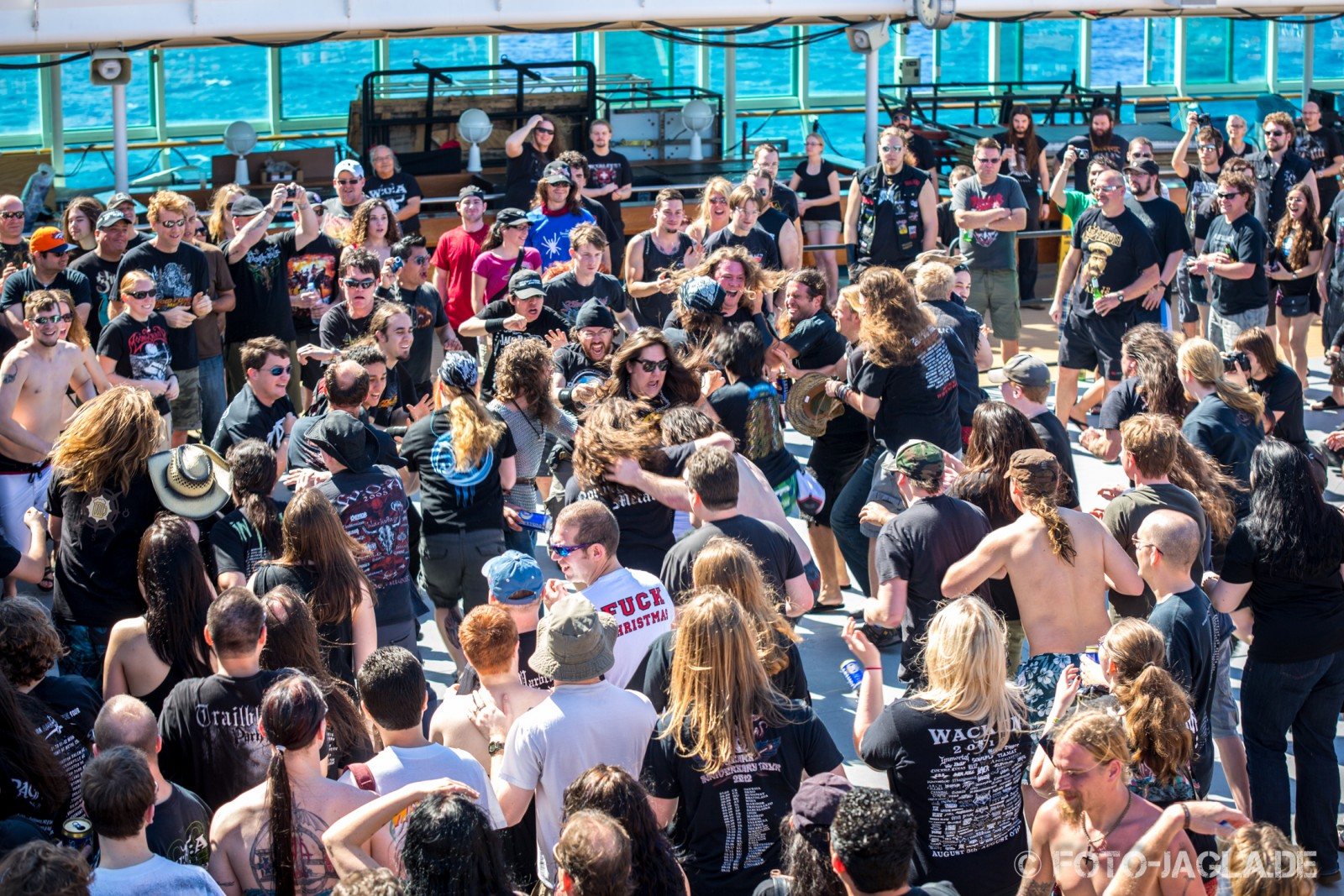 70000 Tons of Metal 2013 ::. Wall of Death on Pooldeck ::. http://www.foto-jagla.de
