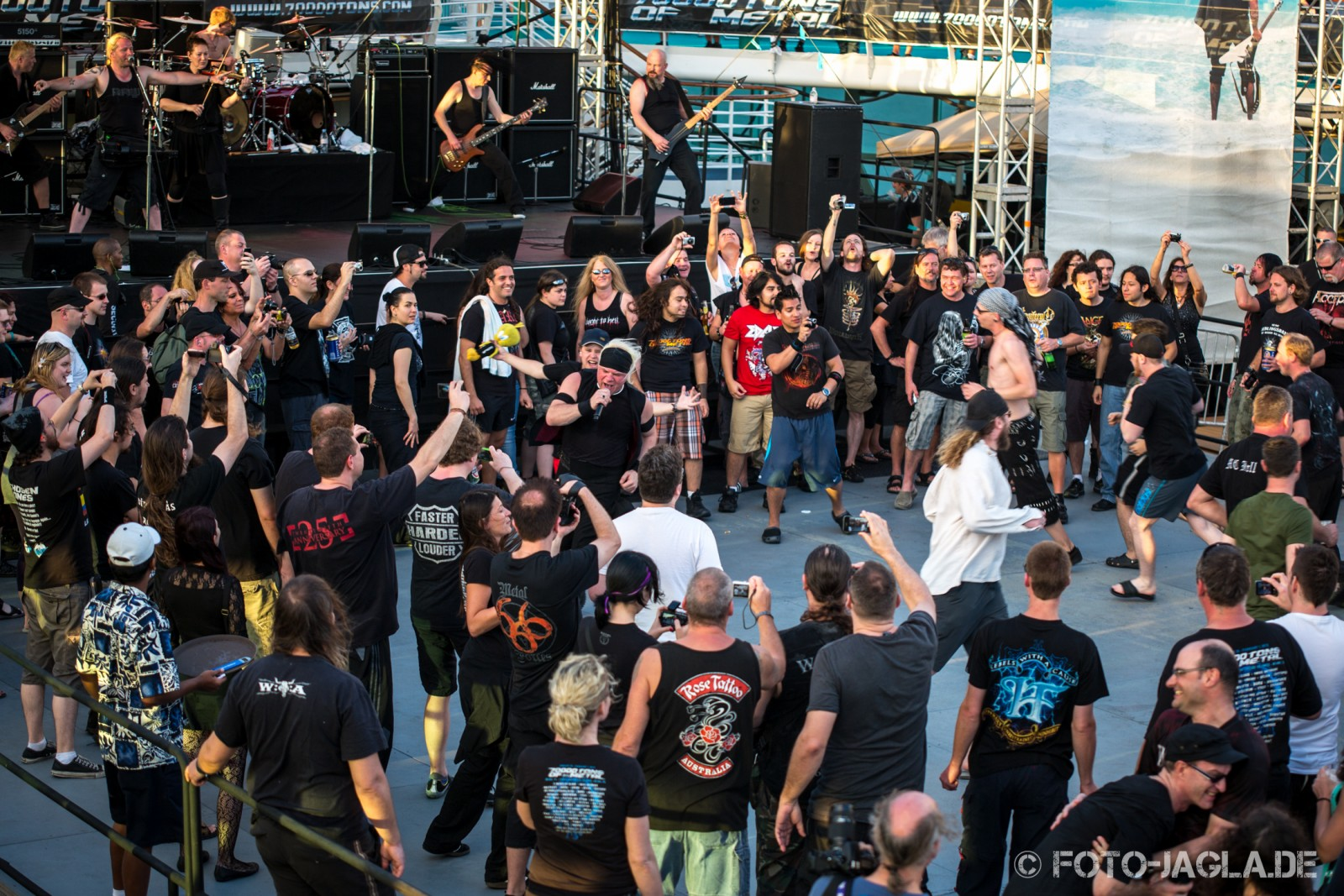 70000 Tons of Metal 2013 ::. Circlepit @ Subway to Sally ::. http://www.foto-jagla.de