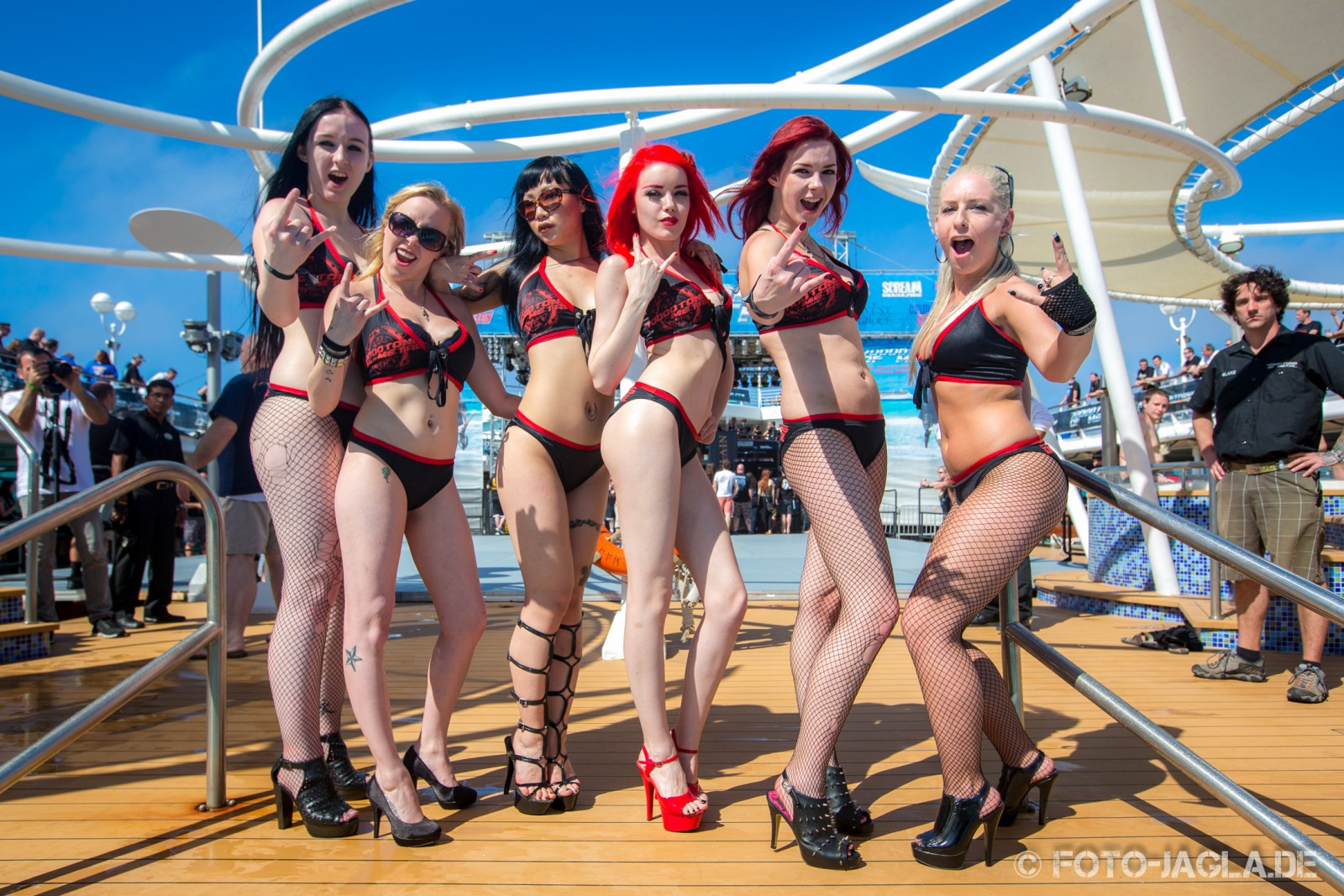 70000 Tons of Metal 2013 ::. Poolgirls on Pool Deck ::. http://www.foto-jagla.de