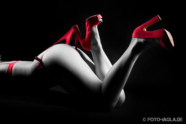 Studioaufnahme Stringtanga mit High Heels