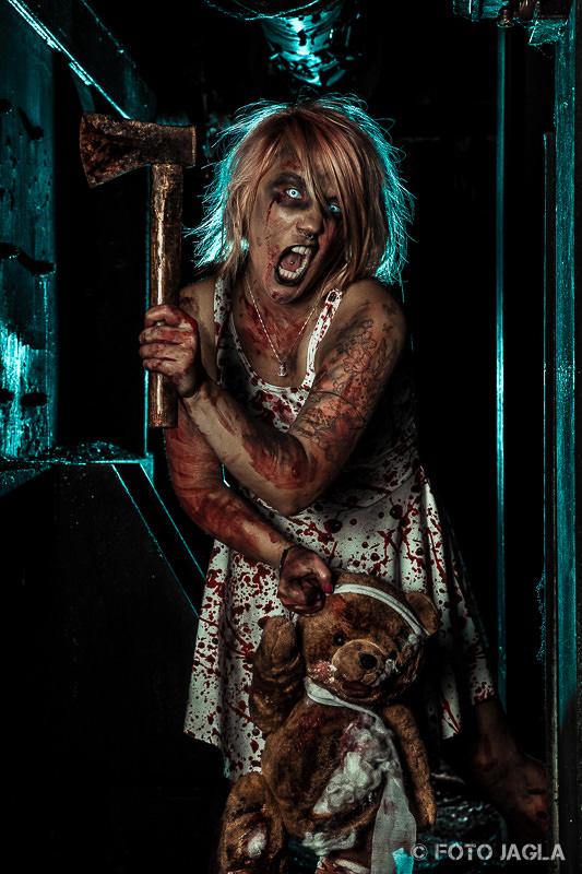 Horror Zombie Shooting mit Christina