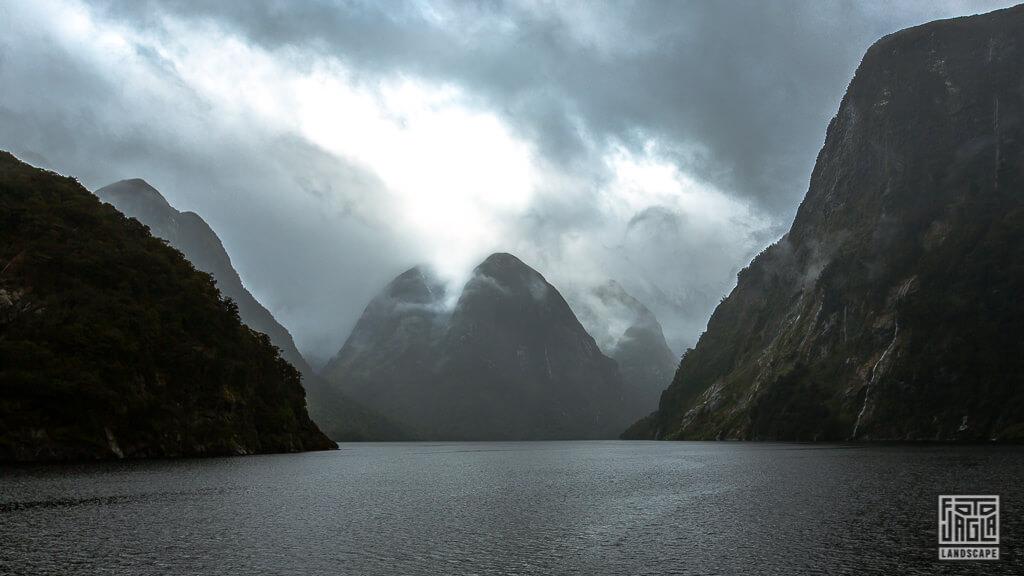 Overnight Cruise durch die Fjorde von Doubtful Sound im Fiordland National Park in Neuseeland