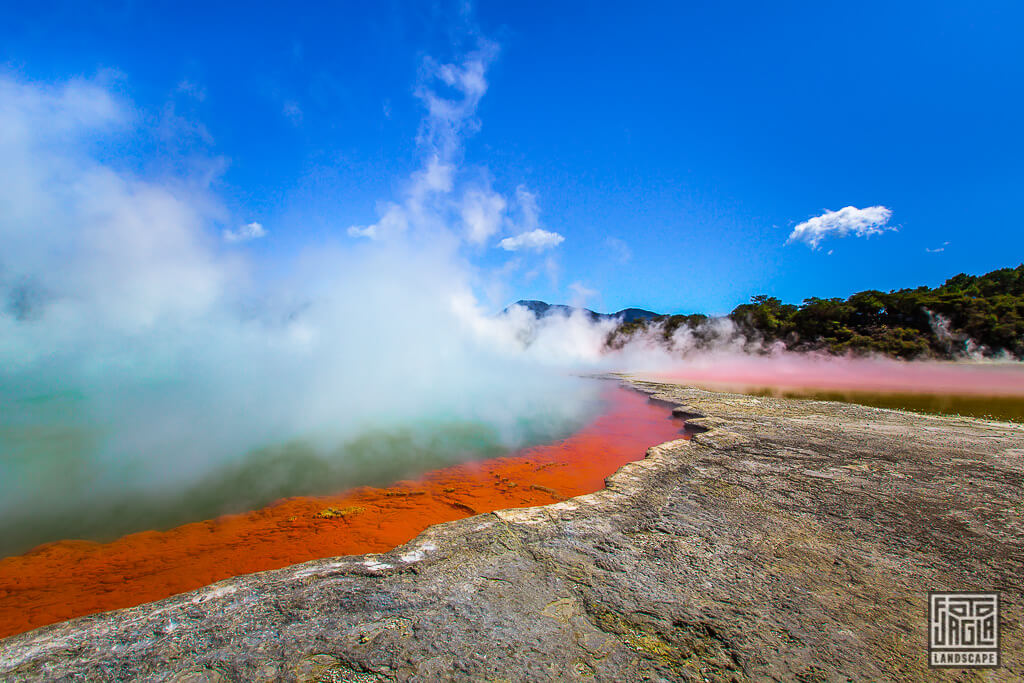 Champagne Pool im Wai-O-Tapu Thermal Wonderland in Neuseeland