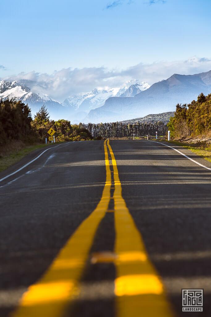 Highway zwischen Milford Sound und Te Anau in Neuseeland