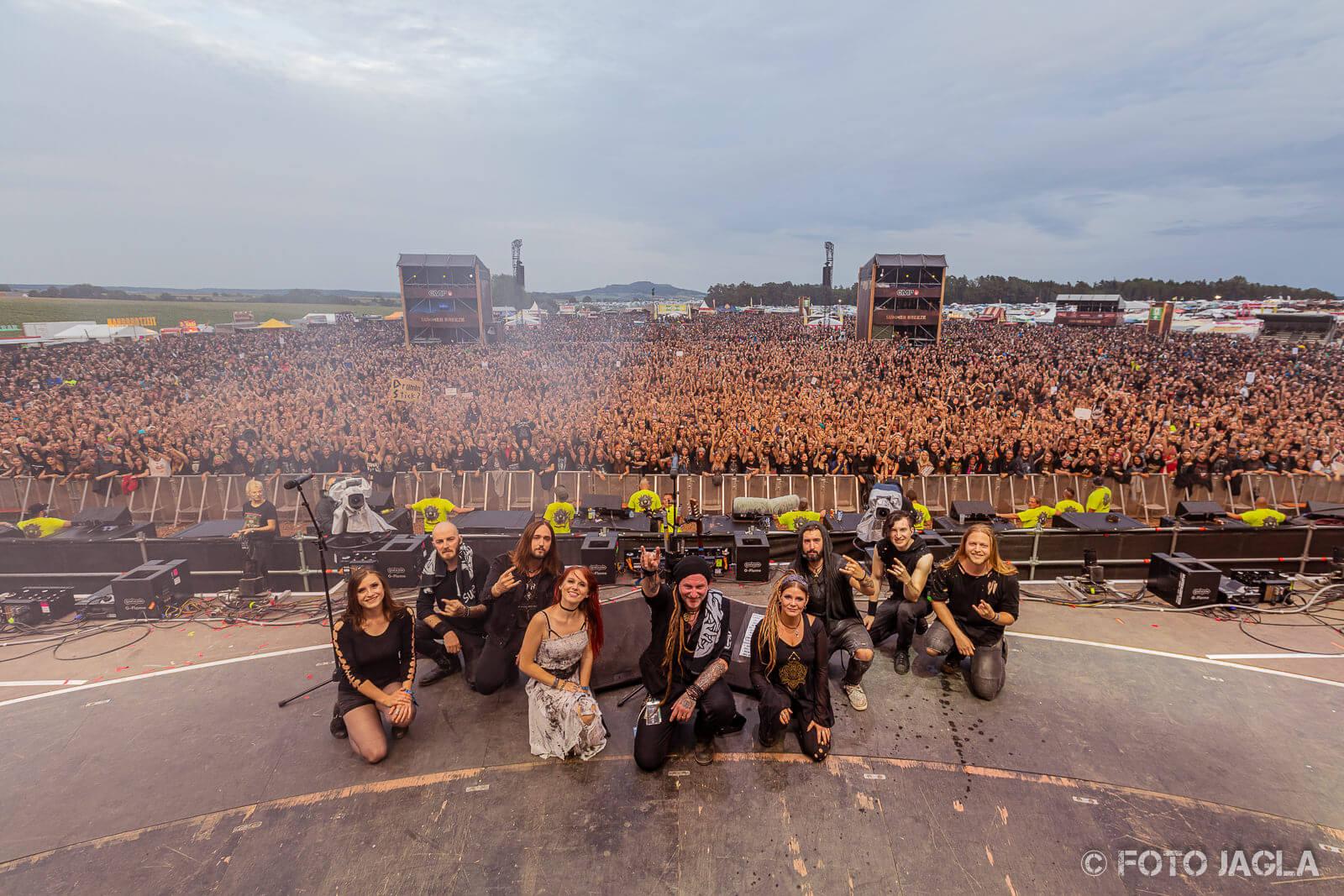 Konzertfotografie von der Bühne - Das Abschlussfoto der Band vor Publikum
