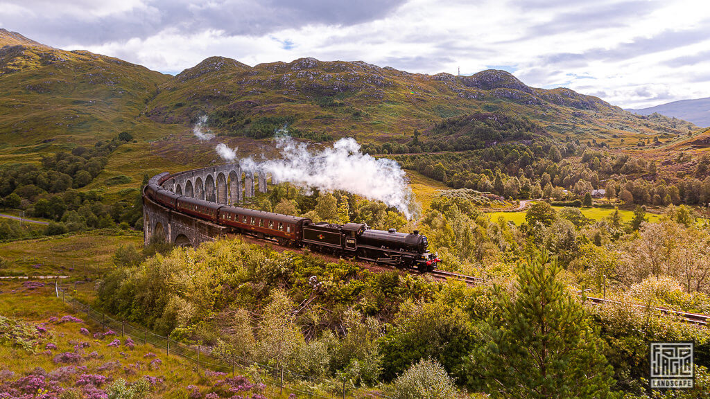 Harry Potter Express - Glenfinnan Viaduct in Schottland