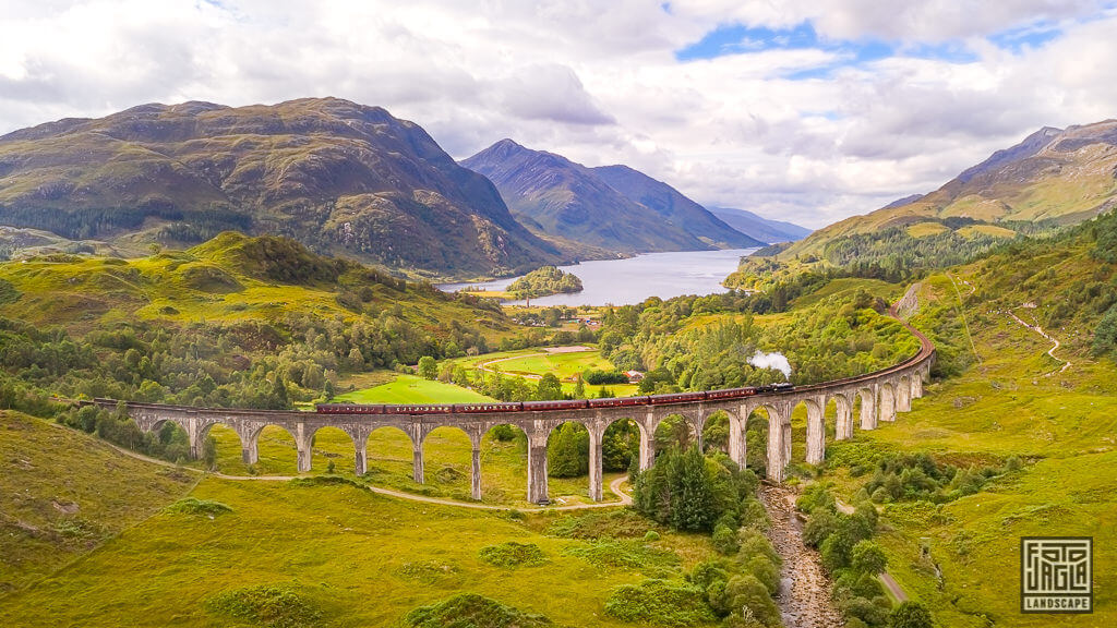 Glenfinnan Viaduct Drohnenaufnahme - Harry Potter Express in Schottland