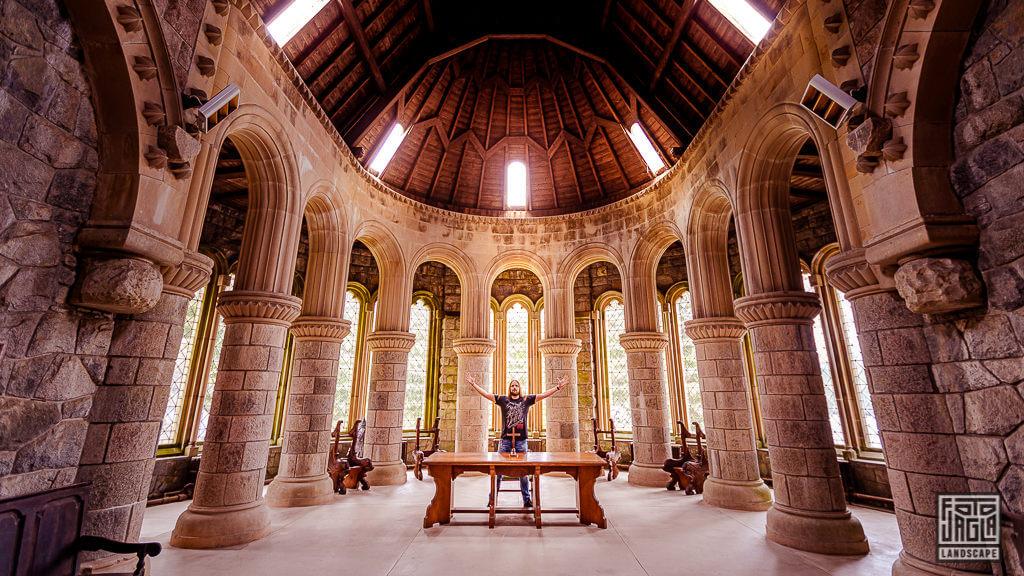 St Conans Church Altarraum - Kirche in Lochawe in Schottland